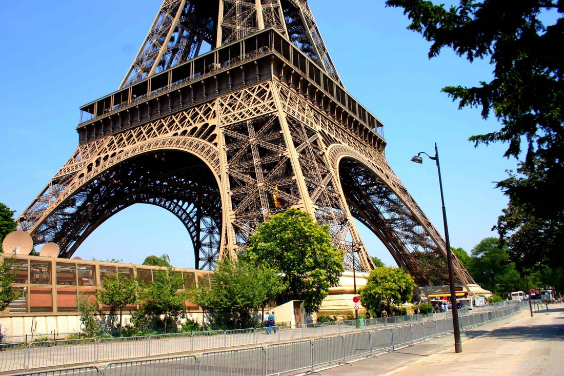 Эйфелеву башню откроют для туристов в пятницу после забастовки