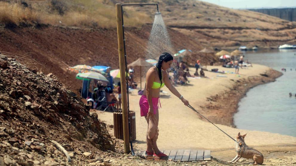 Первая волна жары унесла жизни шестерых человек и пошла на спад