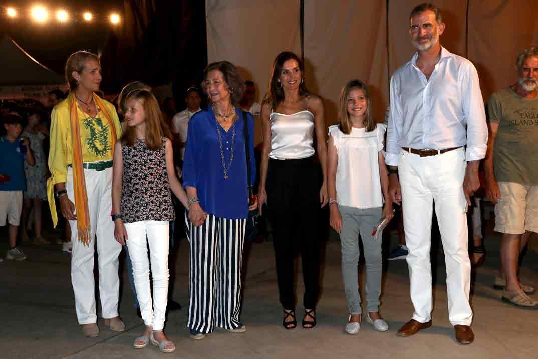 Фелипе VI и Летисия вместе с дочерьми посетили концерт скрипача Ара Маликяна на Майорке