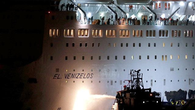 В Греции загорелся паром Афины-Крит, полный туристов