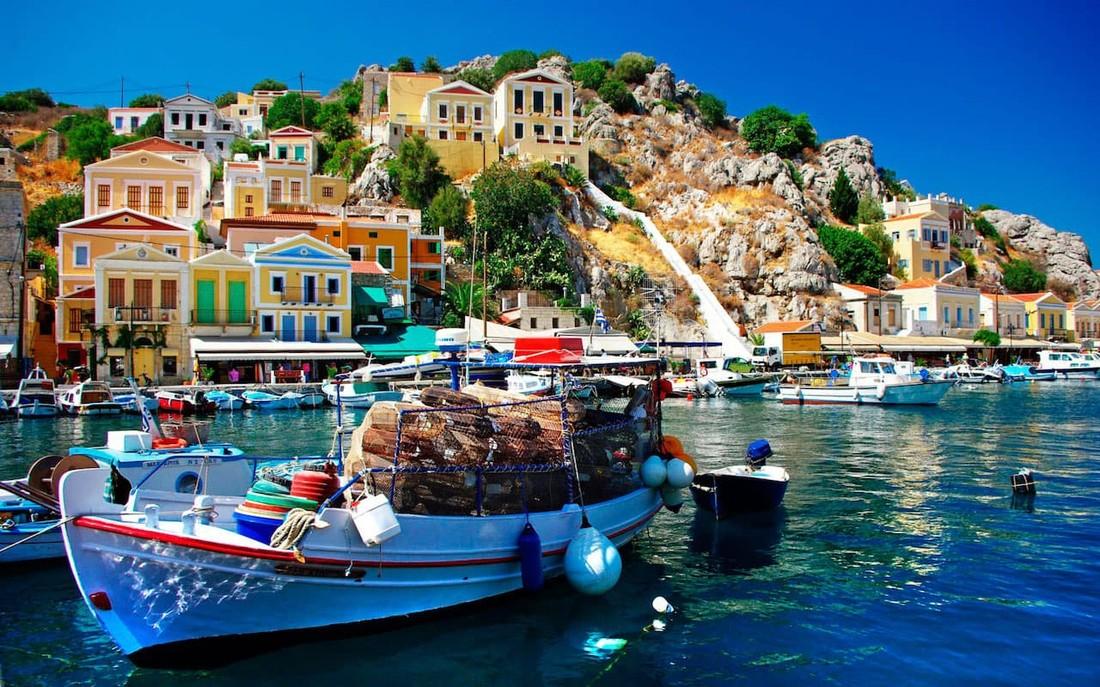 В Греции зафиксировали снижение расходов у российских туристов и увеличение у американских