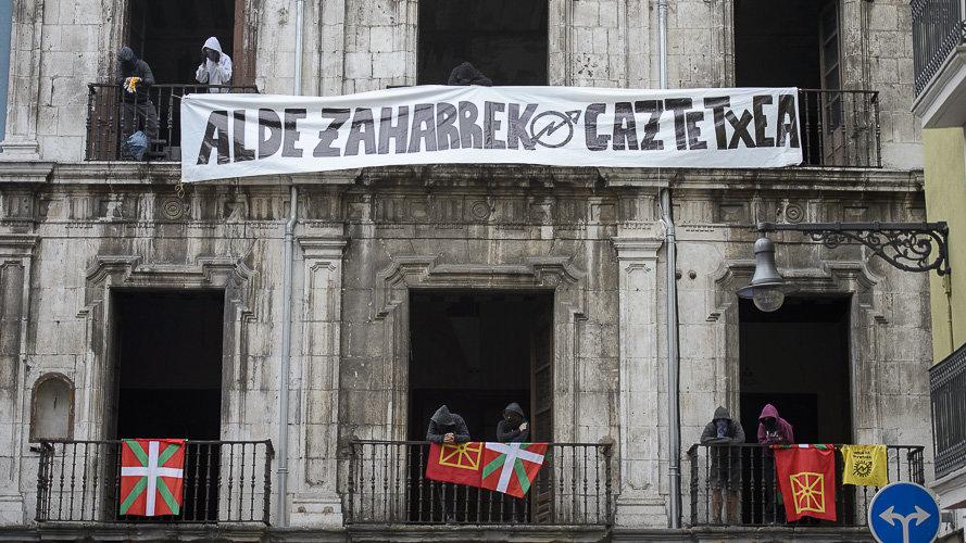 Группе «окупас» из числа молодых баскских националистов разрешили остаться во дворце Памплоны