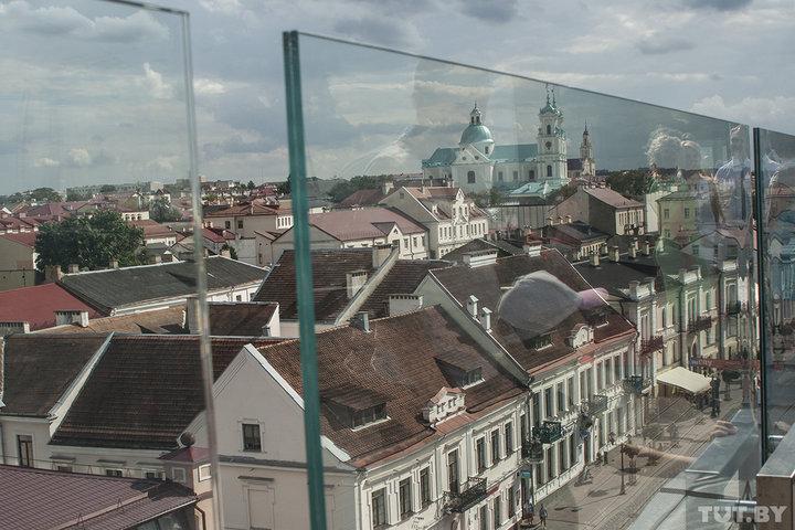 С видом на Старый город. В Гродно на крыше бывшего универмага открыли смотровую площадку и лаунж-бар