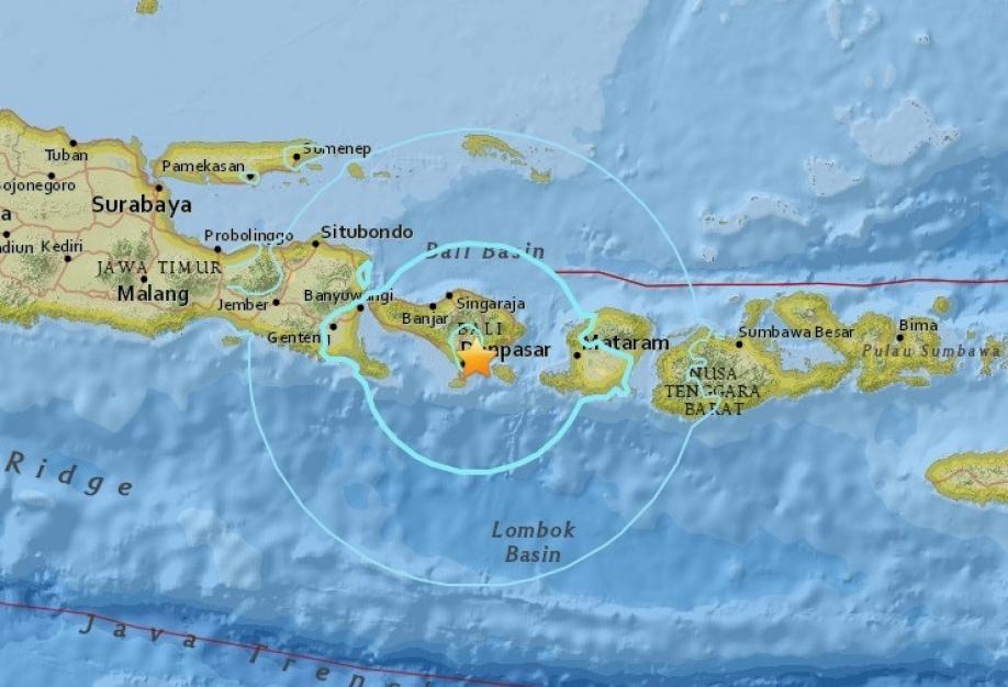 При землетрясении на острове Ломбок пострадали иностранные туристы