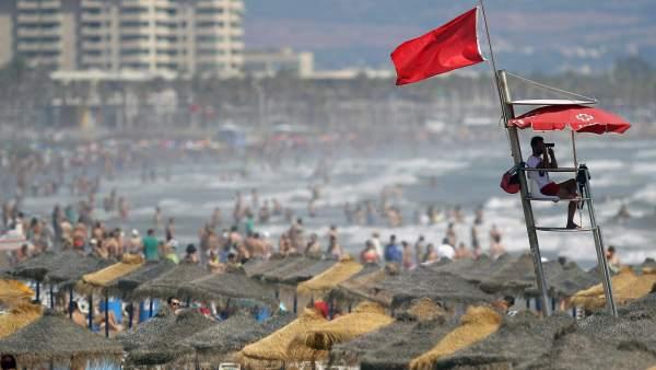 Что означает цвет флага на испанском пляже?