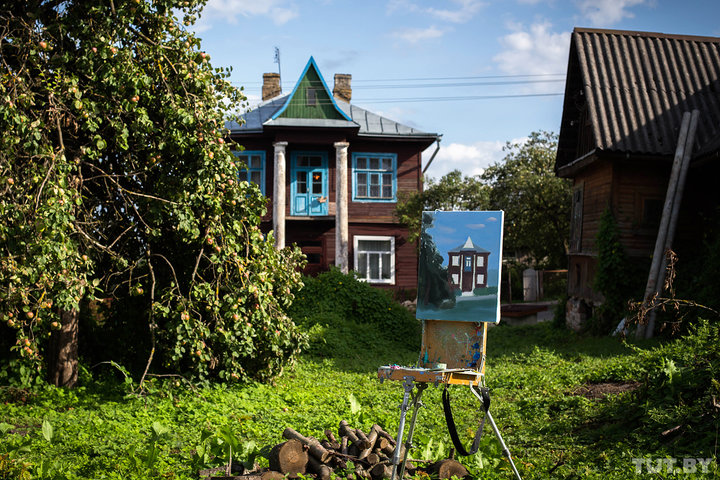 Без воды, удобств и капремонта. Как три семьи живут в старинном особняке у Новогрудского замка