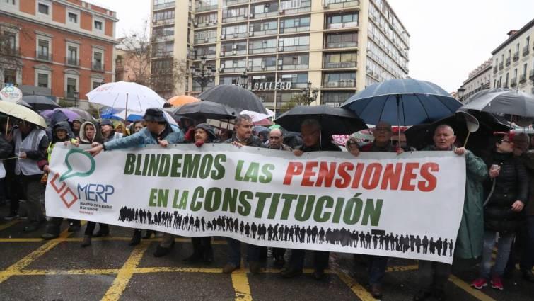 Средняя пенсия работавших испанцев достигла почти 60% от средней зарплаты по стране