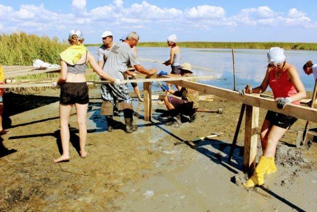 В нацпарке строят остров для пеликанов