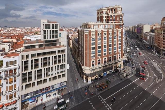 Магазины мобильных гигантов захватывают испанские города