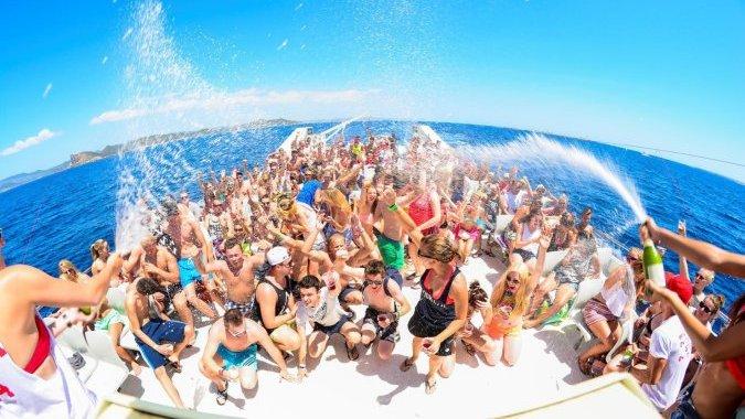 Майорка запрещает веселье на лодках для вечеринок
