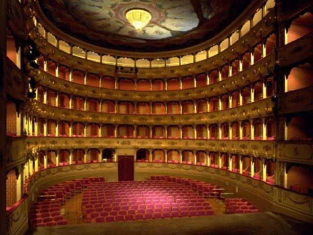 В курортном городе ставят оперы, которые больше нигде не услышишь