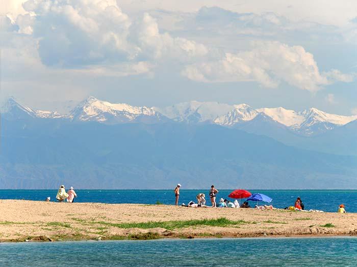 Пляж на Иссык-Куле. Фото: Kerstin Stolzenhain, Википедия
