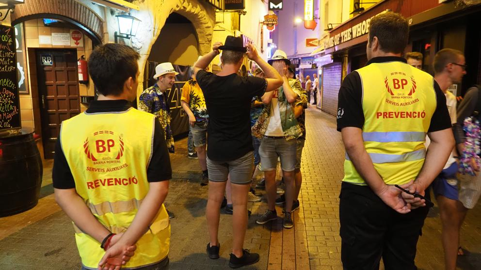 В городе Льорет-де-Маре нашли способ уменьшить вдвое число проституток в зоне ночного досуга