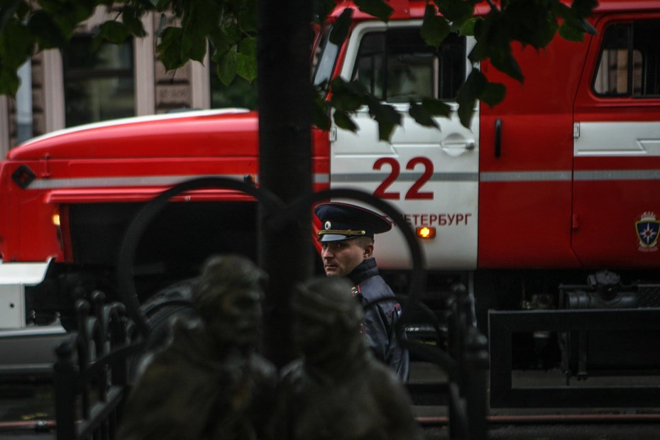 Более 400 туристов эвакуировали из-за пожара гостиницы в Санкт-Петербурге