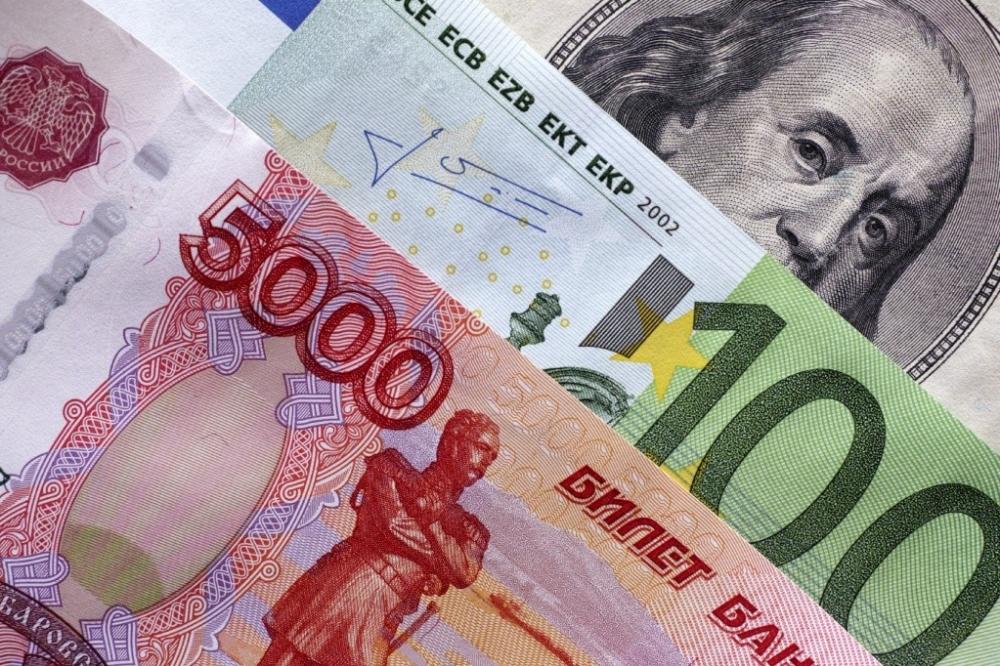 Санкционный испуг рубля: продажи туров упали на 5-10%, но восстановятся уже к среде