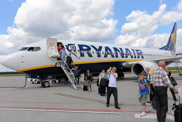 Ryanair с ноября снова меняет правила провоза багажа