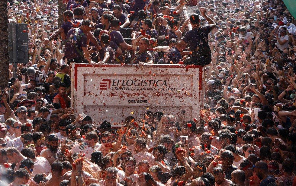 В Буньоле прошла «Томатина» с участием 20 000 человек