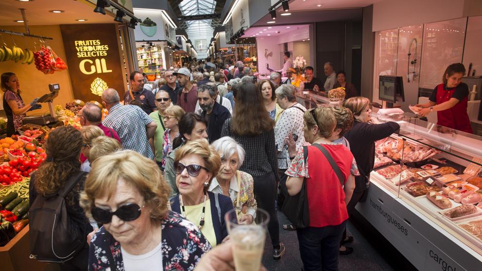 Рынок Sant Antoni в Барселоне переживает покупательский бум после ремонта