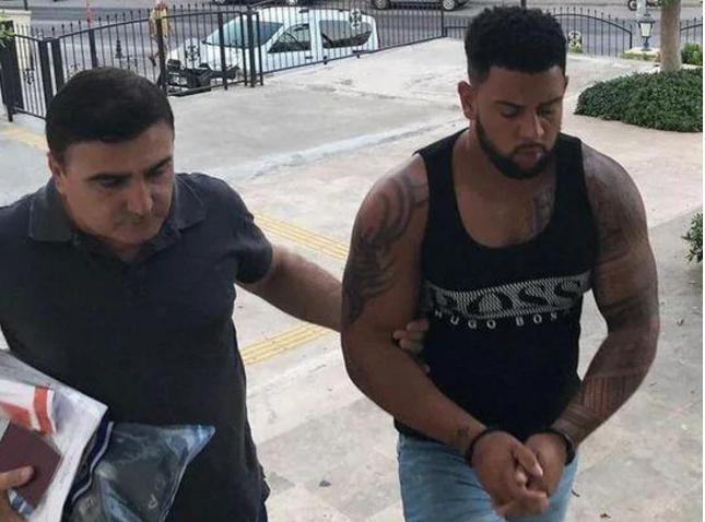 В турецком отеле маньяк с особой жестокостью изнасиловал туристку