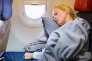 Эксперты раскрыли несколько секретов, чтобы выспаться в самолете