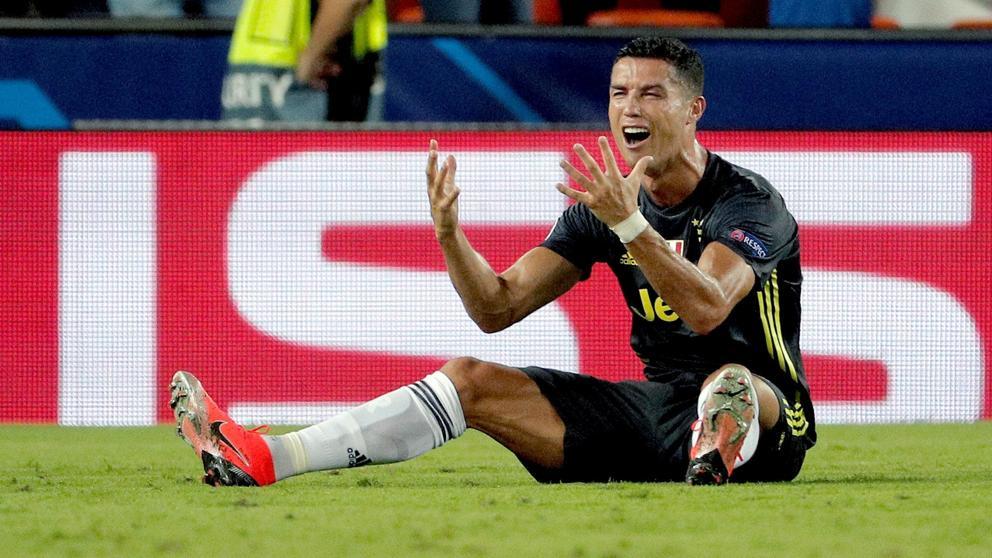 Роналду получил красную карточку и со слезами на глазах покинул поле