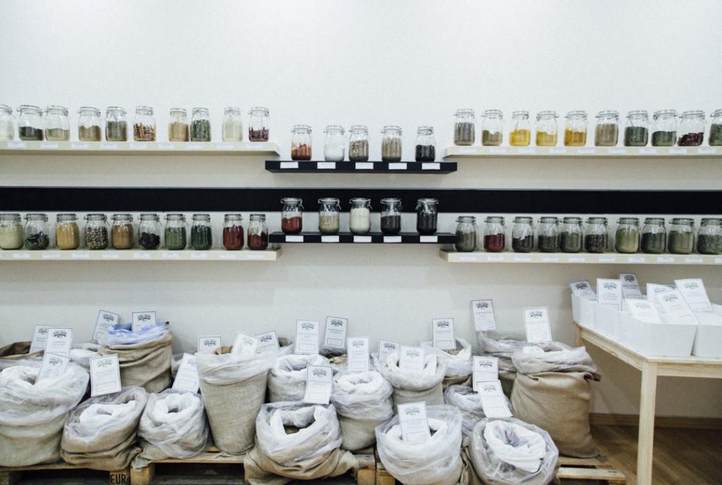 Супермаркет без пластиковых бутылок и упаковок открылся в Мадриде