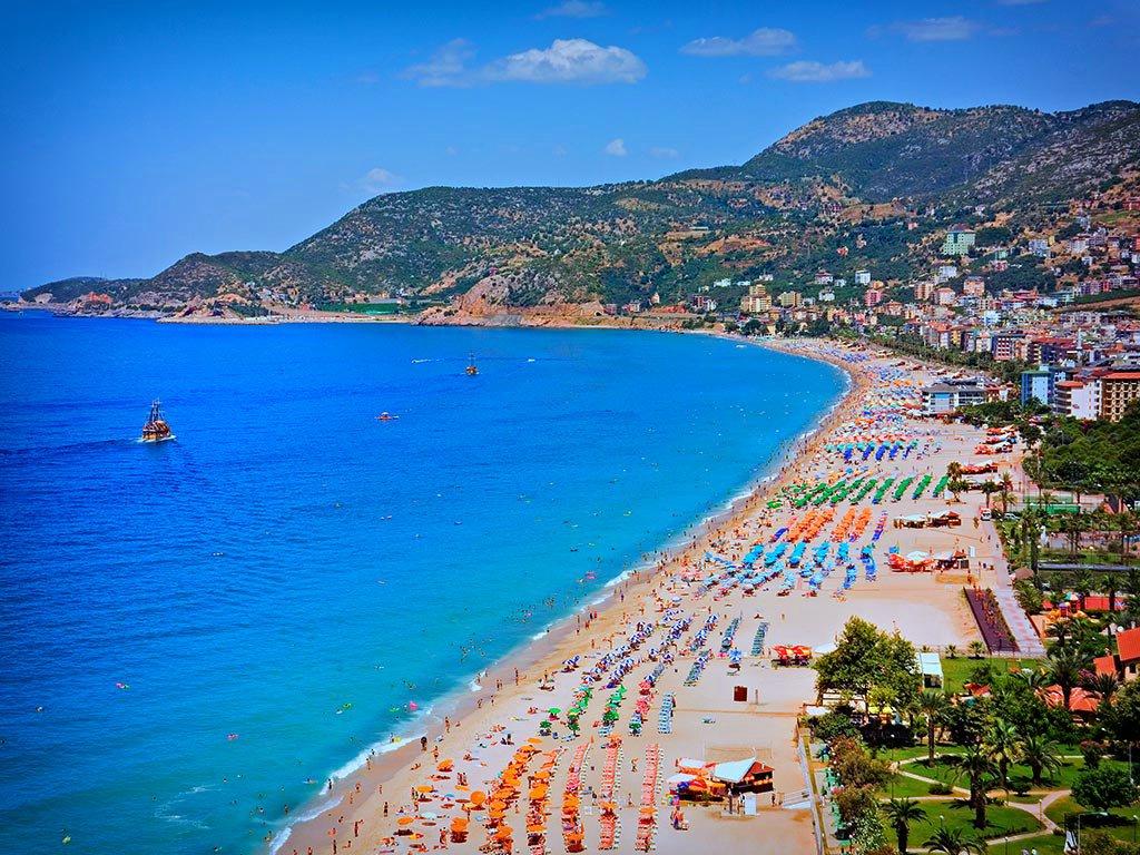 Турпоток в Анталию к сентябрю достиг 9 млн, русских туристов - 39%