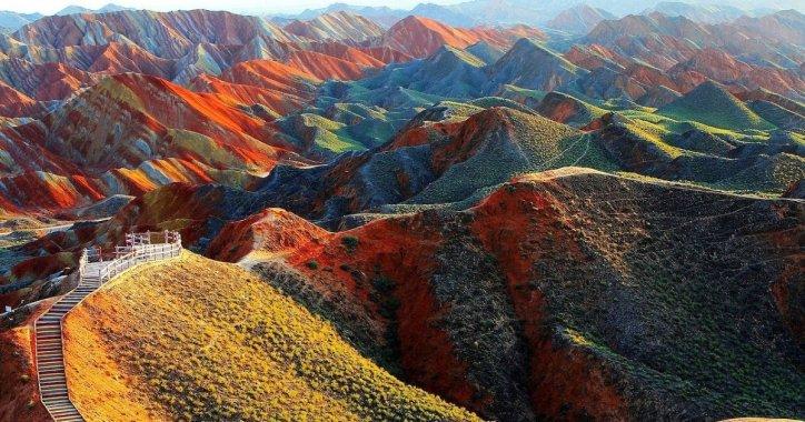 Туристы повредили драгоценные пески, по которым бродили динозавры