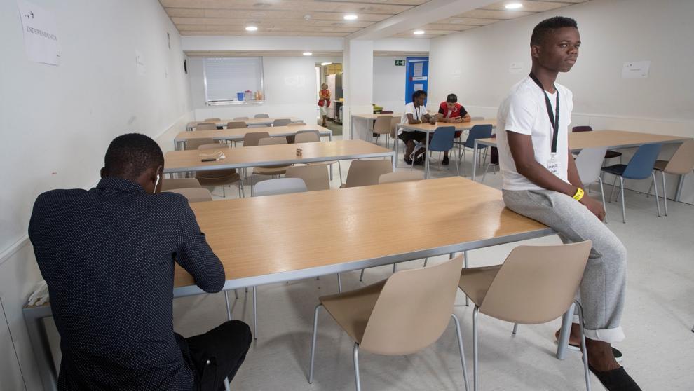 Барселона ежедневно принимает 400 иммигрантов и беженцев