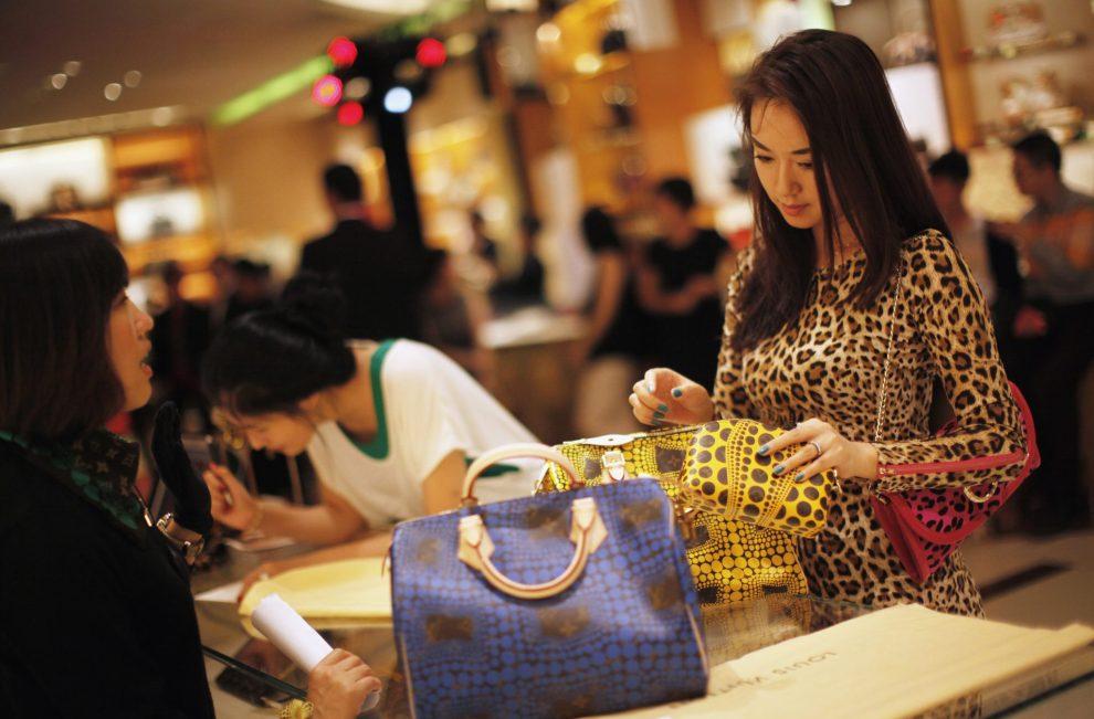 Траты китайских туристов за границей в этом году выросли на 43%