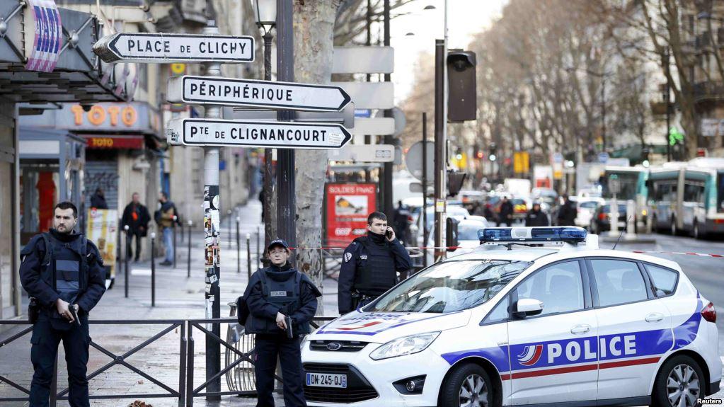 Исламист с ножом напал на туристов в Париже