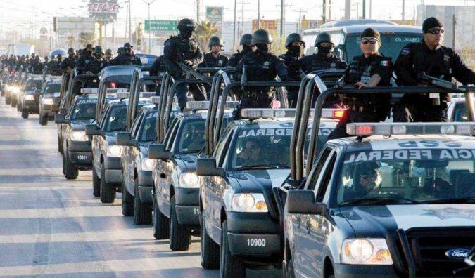 Арестована вся полиция курорта Акапулько — 700 человек
