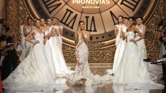 Pronovias запустила линию свадебных платьев для полных женщин