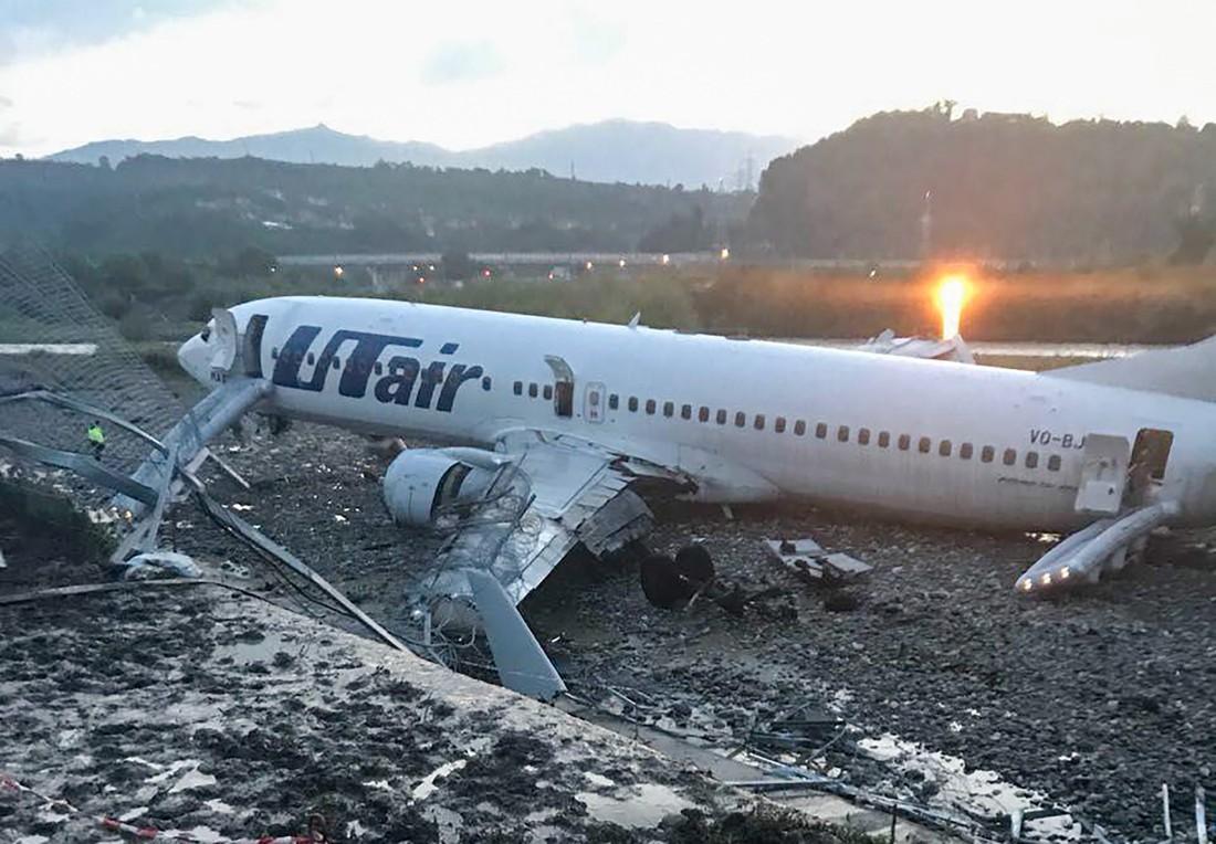 Пассажир выкатившегося за пределы ВПП лайнера в Сочи рассказал подробности случившегося