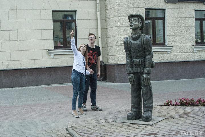 В Гродно установили памятник - практически близнеца российской скульптуры. Что об этом думает автор?