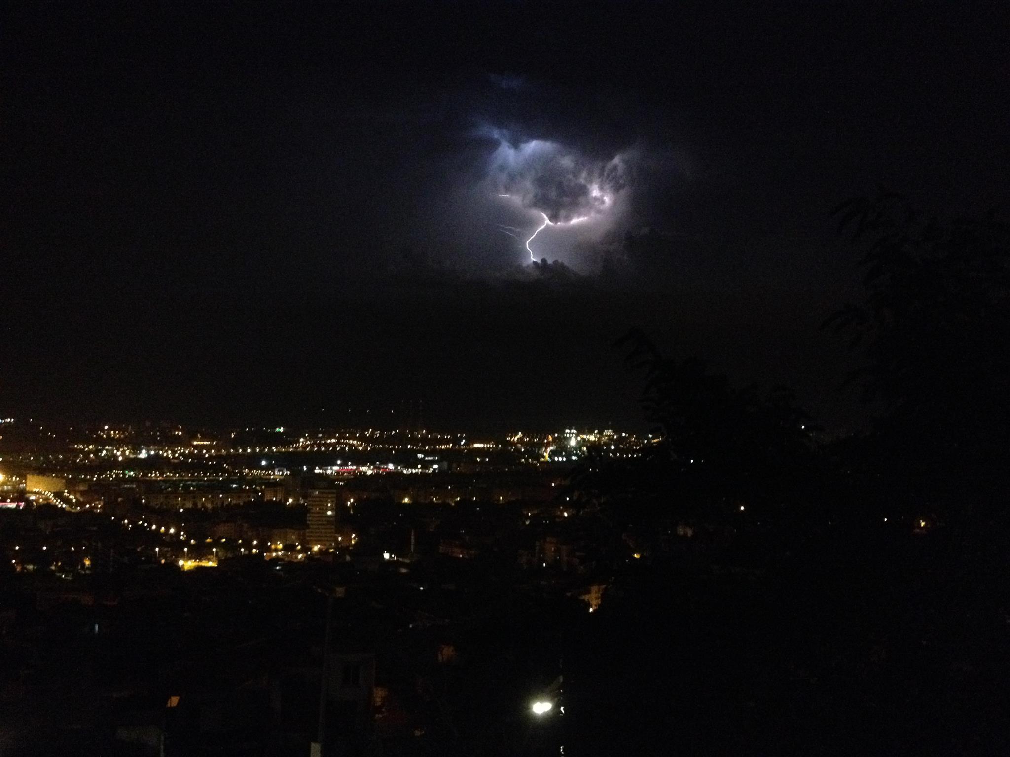 Минувшей ночью пожарные Барселоны совершили 180 выездов в связи с сильными ливнями и штормом