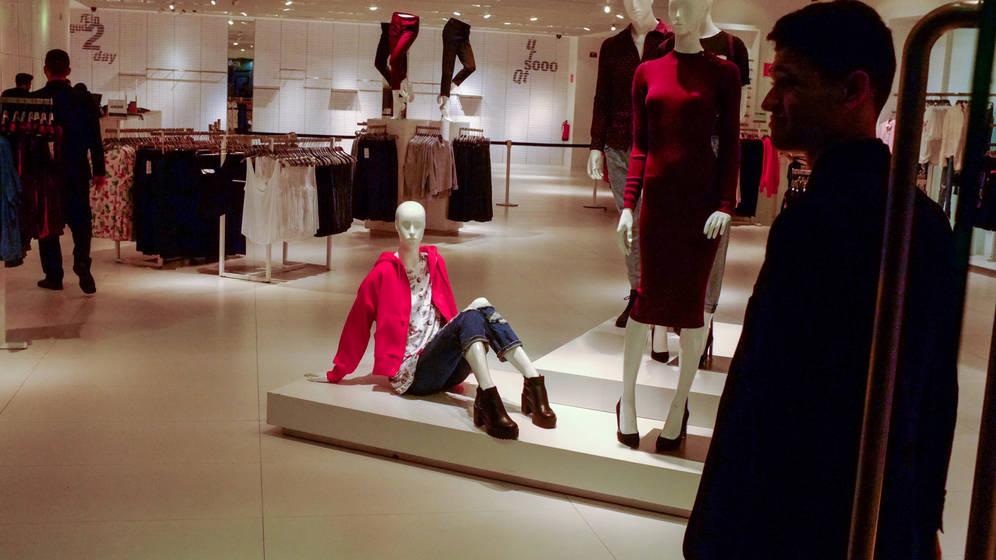 В магазинах Кастилии и Леона могут начать взимать плату за примерку одежды