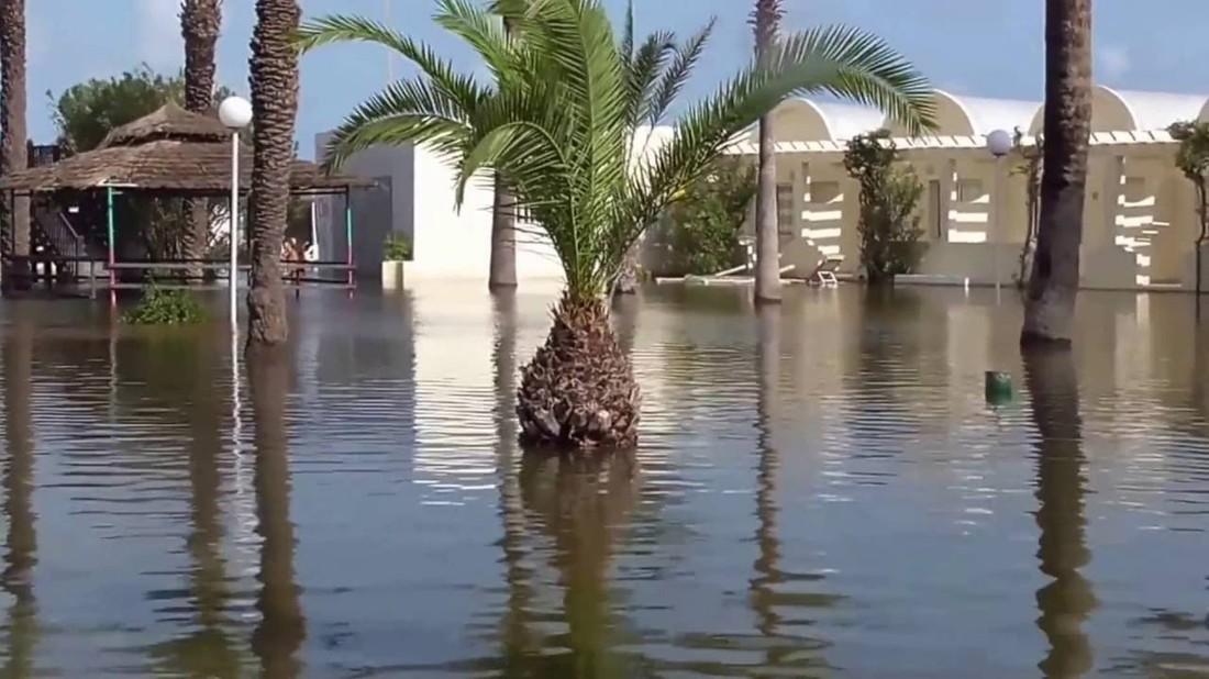 Северо-Восток Туниса затопило, российские туристы не пострадали, но не могут улететь на родину