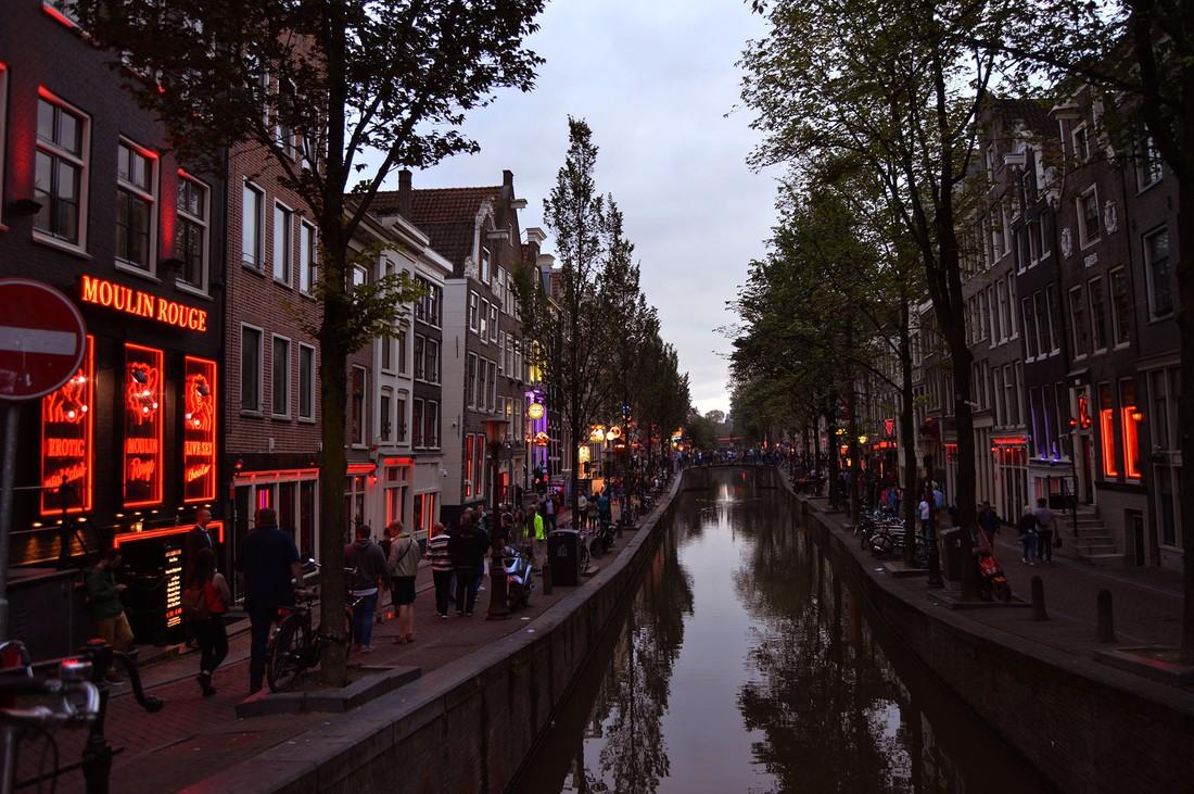 Очередной виток борьбы с Airbnb: власти Амстердама пытаются запретить сдачу квартир в центре города