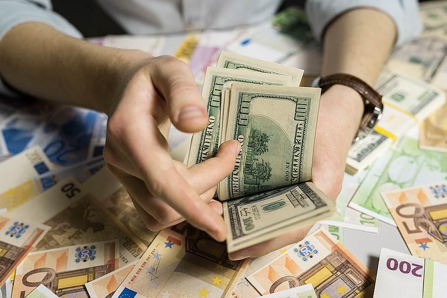 Больше всего денег туристы оставили в США