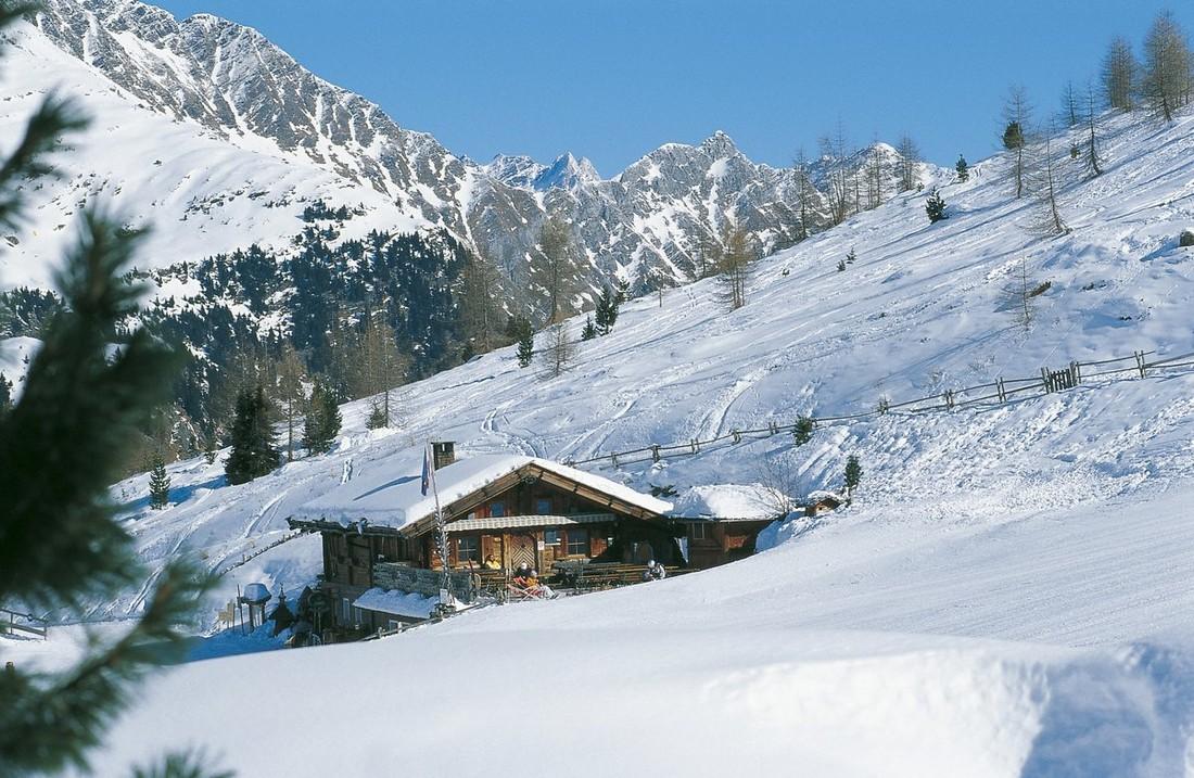 Двести туристов застряли на курорте в Альпах