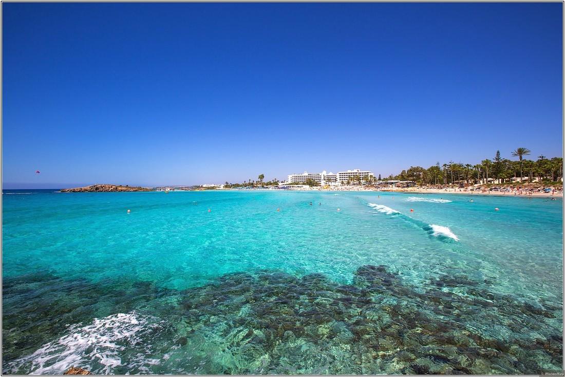 Туроператоры: этим летом туристы стали покупать на Кипр более длинные туры