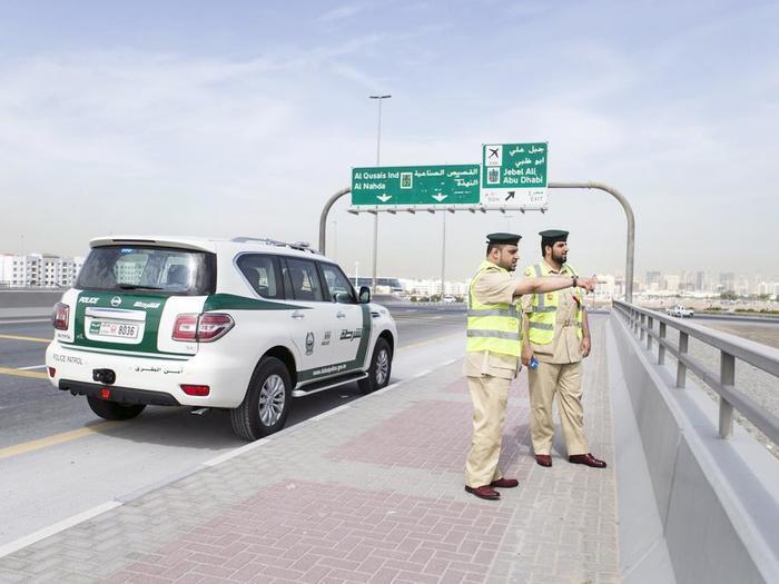 Пьяный турист в Дубае ударил бутылкой по голове полицейского