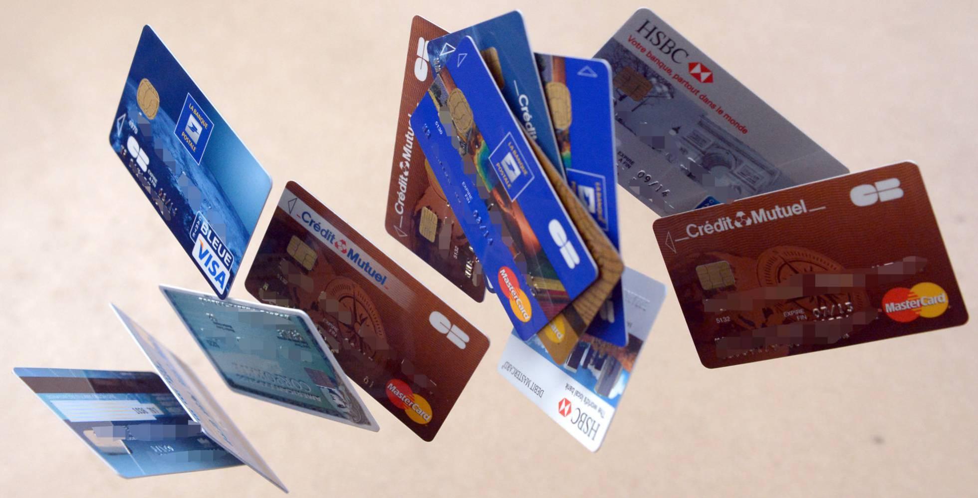 Пластиковые карты в Испании: как снимать деньги без комиссии и возвращать часть потраченной суммы?