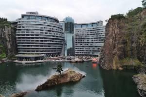 Первый в мире подземный отель открылся в Шанхае