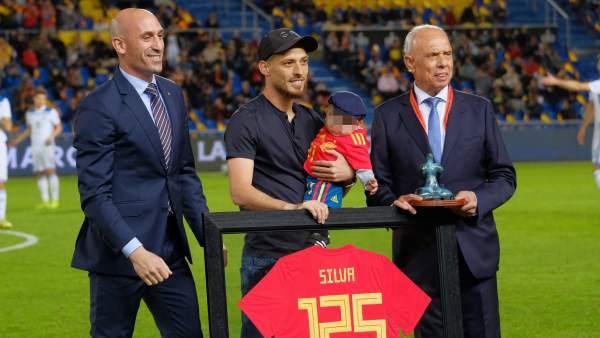 Сын Давида Сильвы стал главным героем памятной церемонии перед началом товарищеского матча сборной Испании