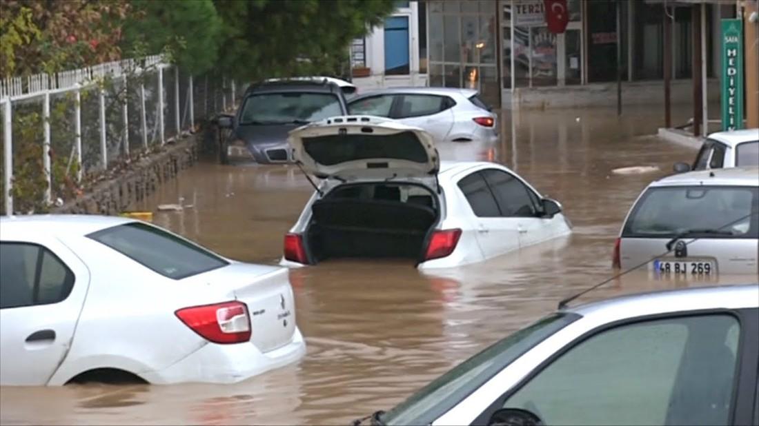 Сильнейшие ливни спровоцировали наводнение в Бодруме