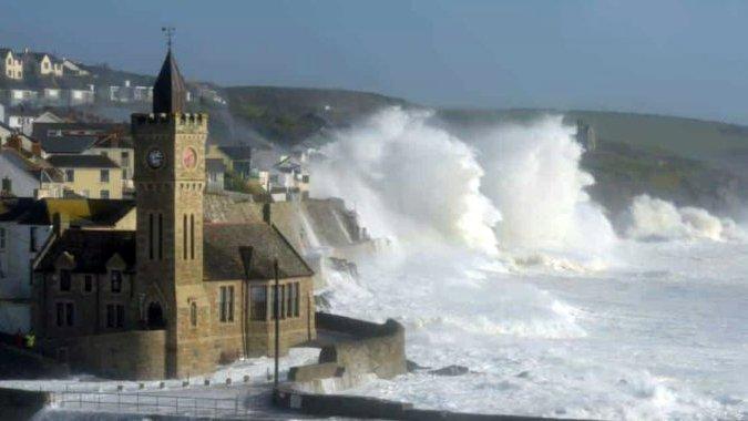Британию до Рождества посетят еще пять штормов