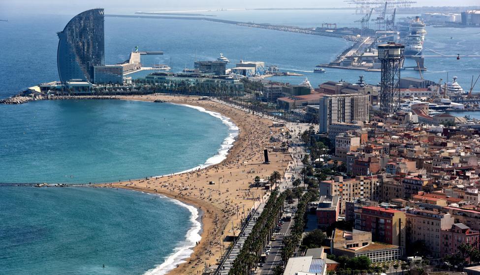 Заведения района Фронт Маритим на пляже Барселонета ежегодно посещают более 1,6 миллионов человек