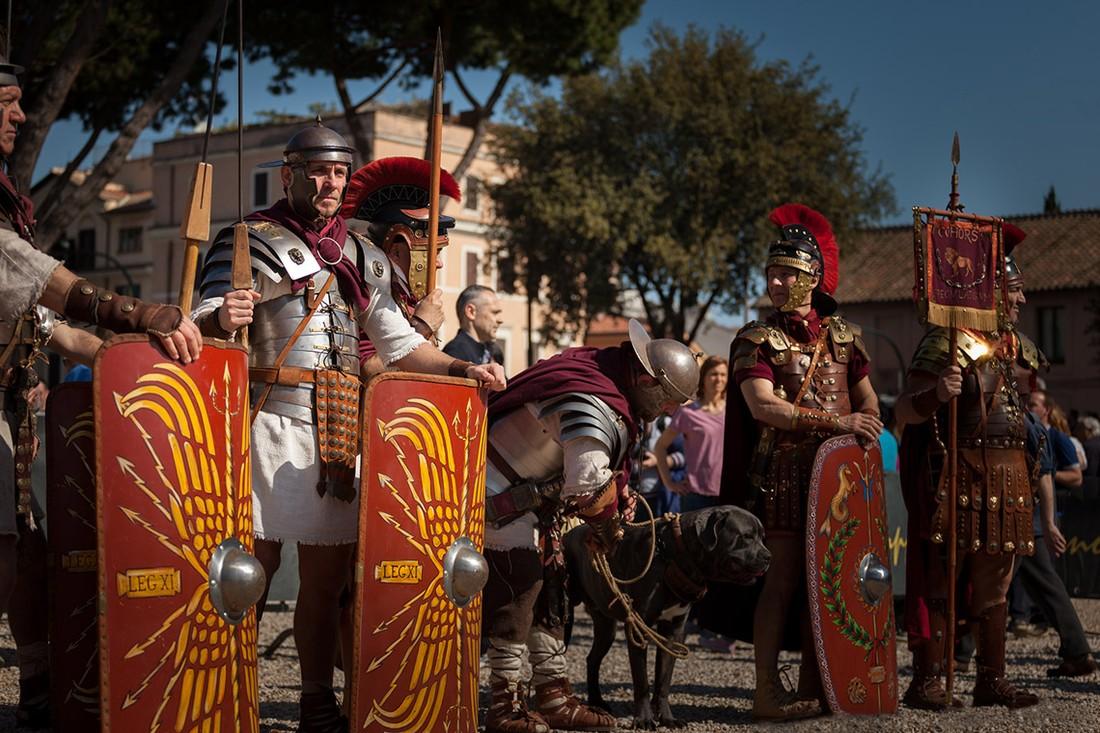 В Риме запретили распивать алкоголь и наряжаться гладиатором